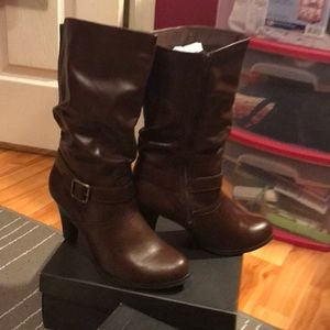 Arizona brown heeled boots never worn
